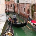 gondel in Venetië kanaal — Stockfoto #9338797