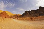 Zwart canyon in bergen — Stockfoto