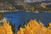 A lake surrounded by yellow trees — Stock Photo