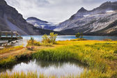 The shallow lake in rocky mountains — Stock Photo