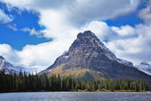Triangular mountain — Stock Photo