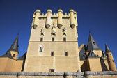 La torre central de un antiguo palacio español — Foto de Stock