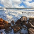 The waves crash against the rocks — Stock Photo