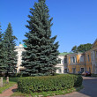 Town park near old-time building — Stock Photo
