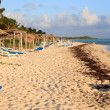 Beach of Hotel Sol Cayo Guillermo. Atlantic Ocean. Cuba. — Stock Photo