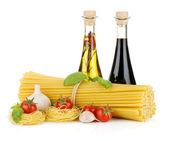 Pasta, tomatoes, basil, olive oil, vinegar and garlic — Stock Photo