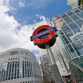 LONDON - APRIL 10: The London Underground sign outside the Canar — Stock Photo