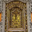 Old wooden door with ornaments In Bali. — Zdjęcie stockowe