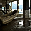 The old wooden boat under the bridge — Stock Photo