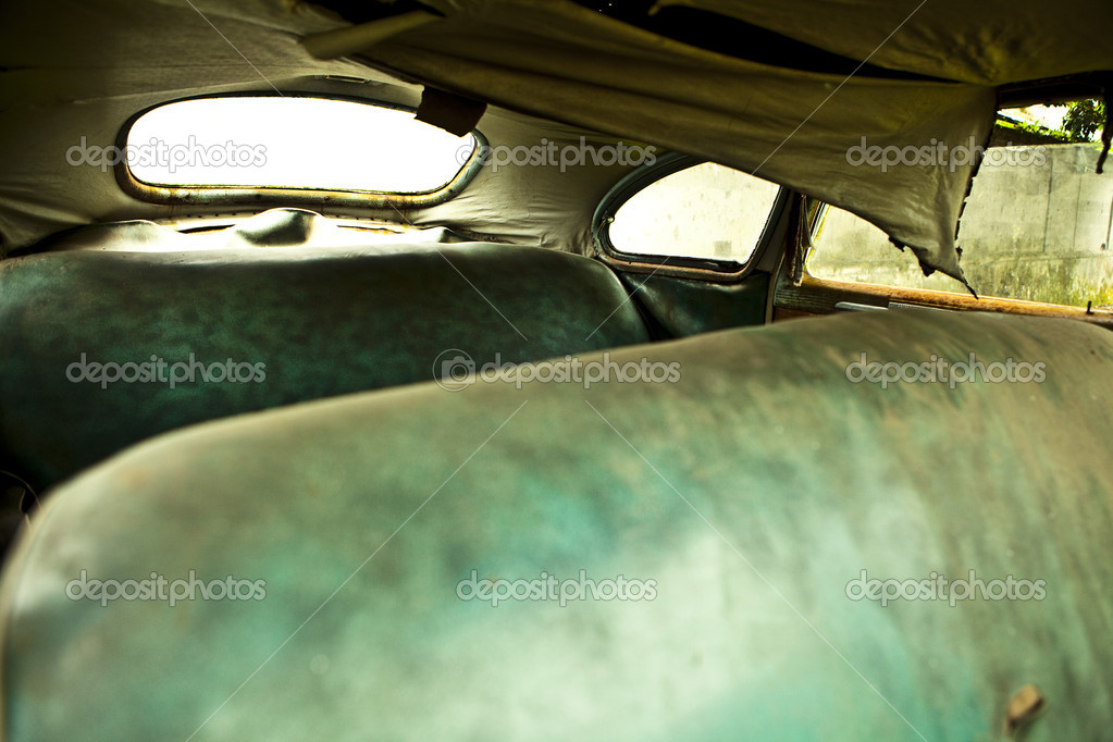 Grunge and hight rusty elements of old luxury car. — Stock Photo #9111554