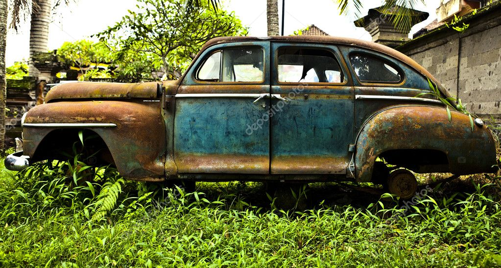 Grunge and hight rusty elements of old luxury car. — Stock Photo #9111675