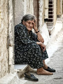Old woman takes a break to rest — Stock Photo