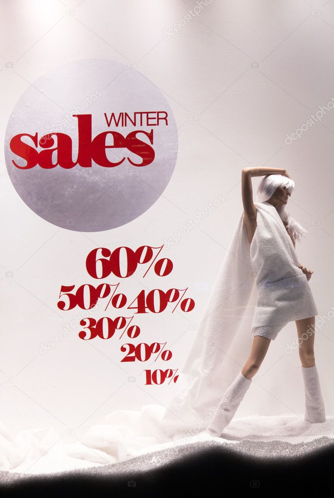 THESSALONIKI, GREECE - FEBRUARY 16: Commercial shops in the center of the city are preparing for winter clearance sales on February 16, 2012 in Thessaloniki, Greece. Discounts reach a large proportions — Stock Photo #9637448