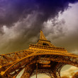 Beautiful photo of the Eiffel tower in Paris with gorgeous sky c — Zdjęcie stockowe