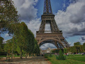Clouds over Eiffel Tower in Paris — Stock Photo
