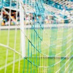 mesh fotboll målet på stadion — Stockfoto