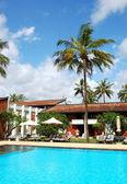 Piscina dell'hotel di lusso, bentota, sri lanka — Foto Stock