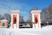 Entrance in Oleksandriya Park with memorials of Ukrainian writer — Stock Photo