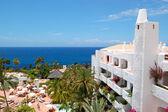 O hotel de estilo oriental de luxo com vista para o mar, ilha de tenerife, — Fotografia Stock