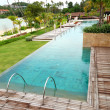 Modern swimming pool with a beach view at the luxury hotel, Phuk — Foto Stock