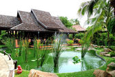 Outdoor restaurant and green pond at the luxury hotel, Samui isl — Stock Photo