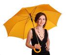 Mujer vestida de negro mantenga sombrilla amarilla — Foto de Stock