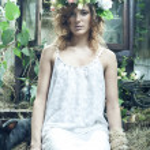 Romantic beauty girl in garden — Stock Photo