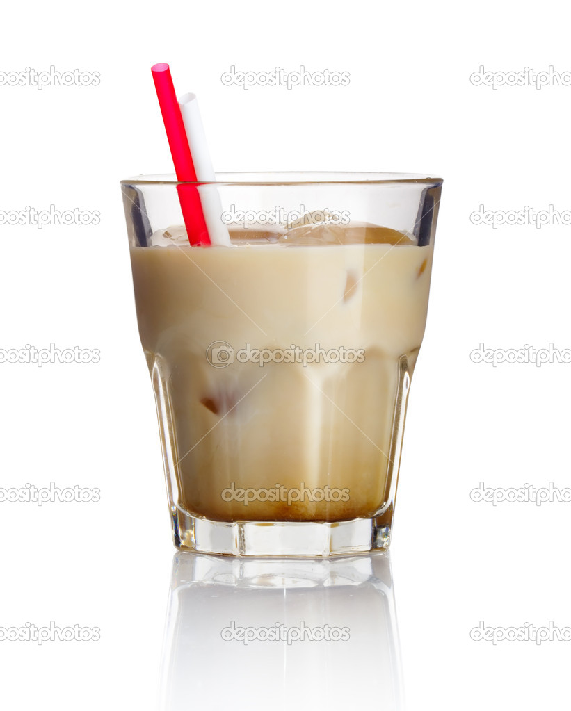 Alcohol cocktail &#039;white russian&#039; isolated on white background — Stock Photo #10555324