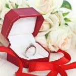 婚姻的提案。订婚钻石戒指 — 图库照片