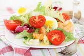 вкусные свежие salsd с креветками — Стоковое фото