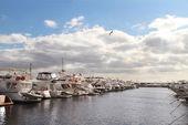 海の上のベイに駐車贅沢なヨット — ストック写真