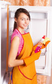 Girl cleaning kitchen — Stock Photo