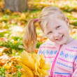Smile girl in autumn park — Stock Photo