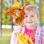 Smile girl in autumn park — Stock Photo #8368044