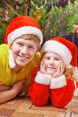 çocuk arka plan noel ağacı üzerinde — Stok fotoğraf