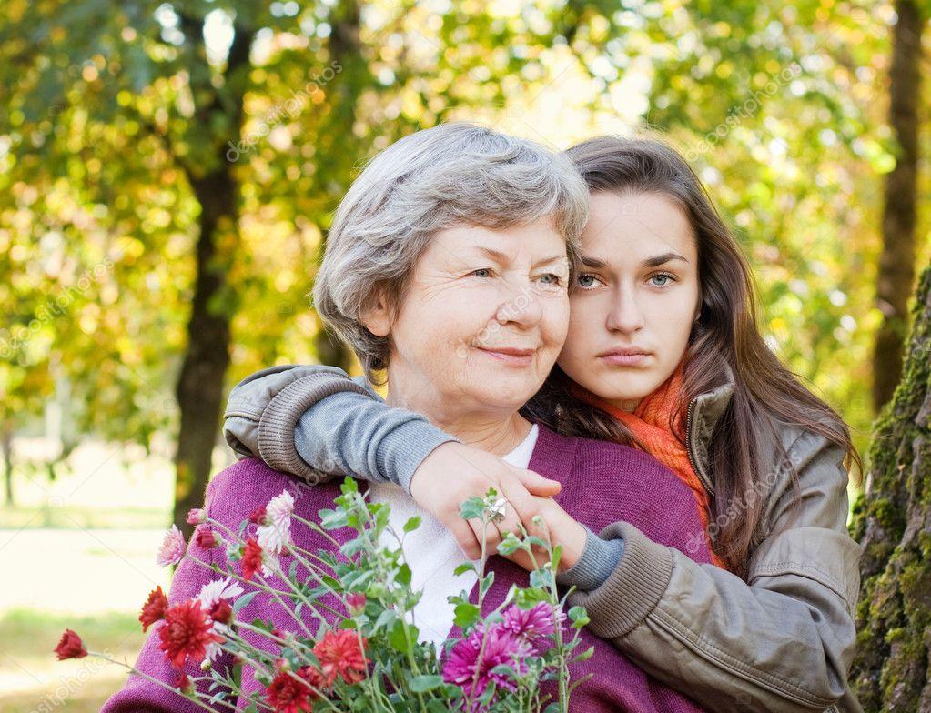 babka-otdalas-vnuku