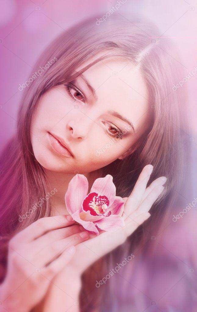 картинки девушка с цветком: