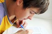 Adolescente de la escritura — Foto de Stock