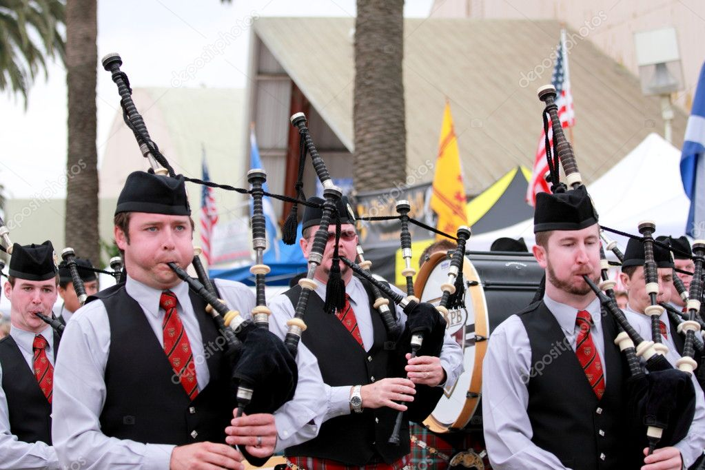 EDITORIAL ONLYVENTURA, CA, USA - October 11, 2009 - Bagpipe bands participating in a parade at the Ventura Seaside Highland Games October 11, 2009 in Ventur — Stock Photo #7975641