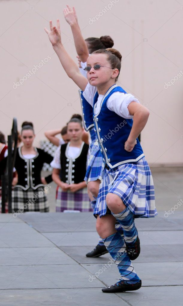 EDITORIAL ONLYVENTURA, CA, USA - October 11, 2009 - Girls performing at a dance competition at the Ventura Seaside Highland Games October 11, 2009 in Ventur — Stock Photo #7975667