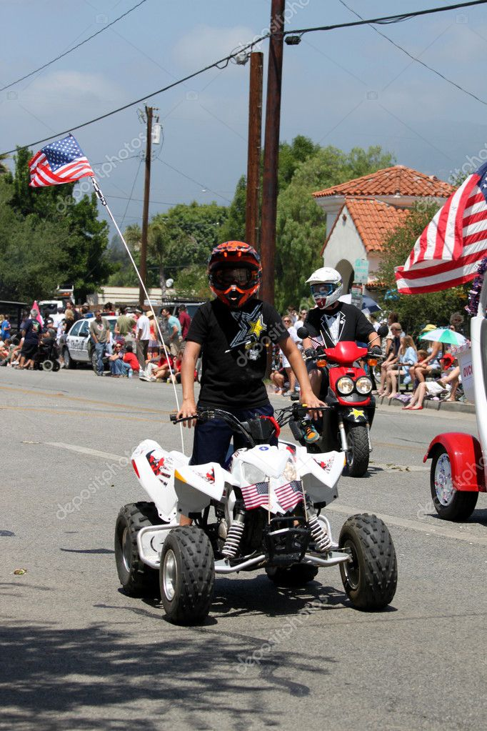 Ojai, CA - JULY 3 : Annual 4th of July parade in Ojai one day early this year July 3, 2010 in Ojai, CA. — Stock Photo #7976082