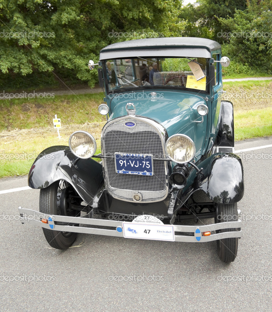 A 1928 model A Ford on display at the annual National Oldtimer day, held June 19, 2011 in Lelystad, The Netherlands — Stock Photo #8457633