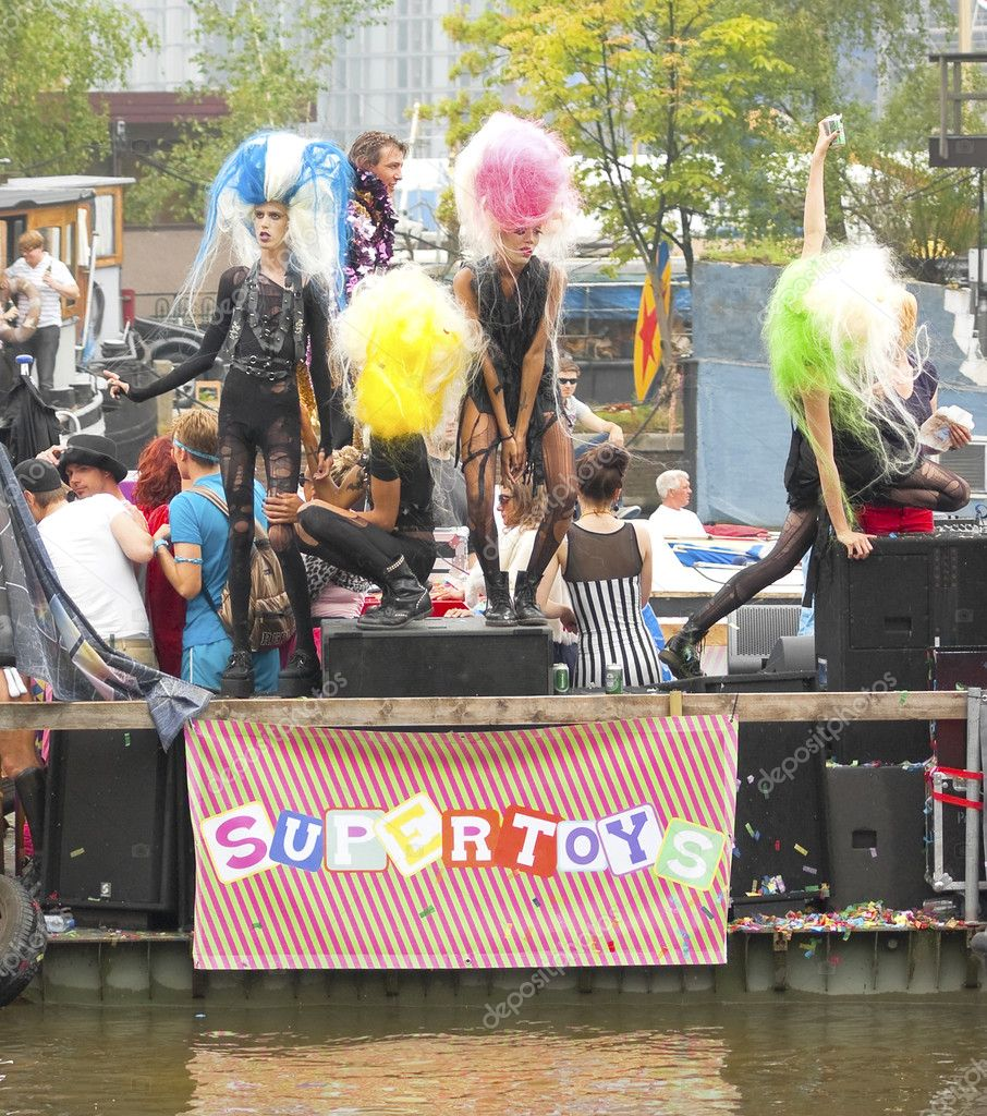 City natives, tourists on board of Supertoys boat participate in the Canal Parade during Gay Pride week, August 6, 2011, Amsterdam, The Netherlands — Stock Photo #8538304