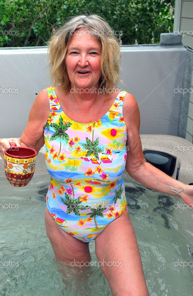 Mature female beauty enjoying her outdoor hot tub at home. — Stock Photo #9858464