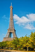 Eiffel Tower in the blue sky — Photo