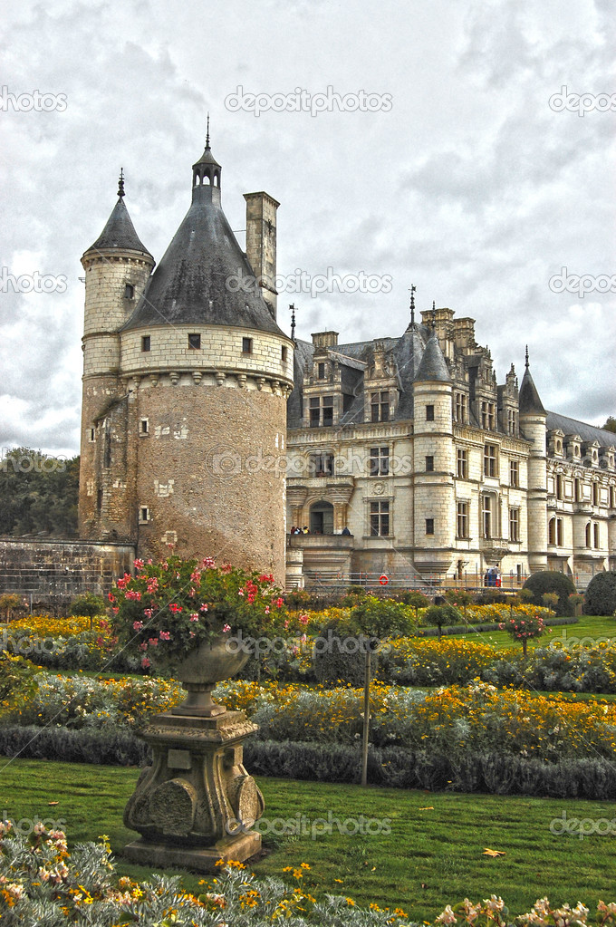 The chateau and Garden Chenonceau. Summer landscape — Stock Photo #9642612