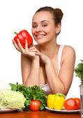年轻女子微笑着蔬菜 — 图库照片