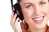 Escuchar música de jovencita — Foto de Stock