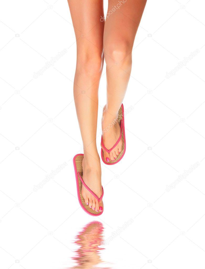 Фото женских ножек в шлепках 4 фотография