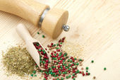 Spice: on wooden table: peppercorn, sesame seeds, dried herbs — Stock Photo